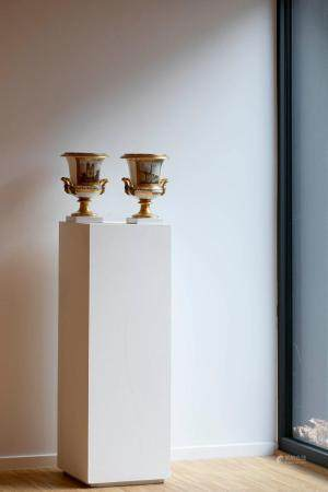 A PAIR OF PROCELAIN MEDICI VASES. BRUSSELS, PREMIÈRE MANUFACTURE D'IXELLES, PERIOD OF FREDERIC F