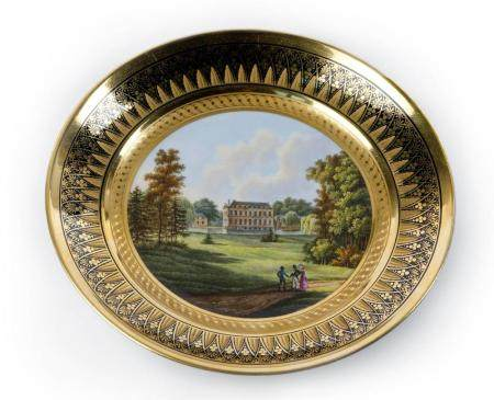 A PARTLY GILT PLATE IN OLD BRUSSELS PORCELAIN. PREMIÈRE MANUFACTURE D'IXELLES, PERIODE FREDERIC FAB