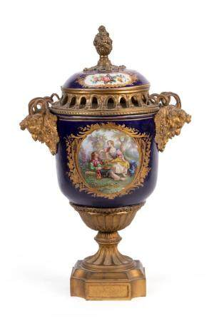 A SOFT-PASTE 'SÈVRES' PORCELAIN INCENSE BURNER AND COVER. WITH A ROMANTIC COUPLE IN A PARK IN GILD