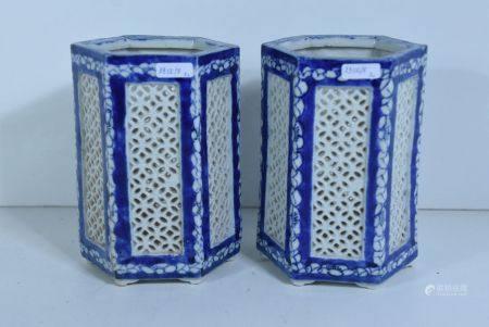 Paire de vases en porcelaine de Chine rÈticulÈs,  19Ëme(Ht.17,5cm, fÍles ‡ un vase)
