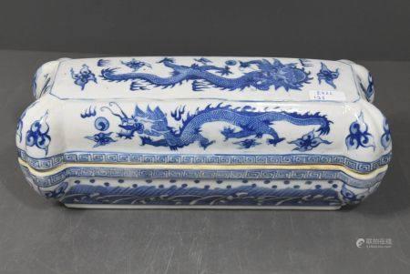 BoÓte en porcelaine de Chine (Lg.27cm)