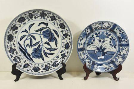 2 grands plats en porcelaine de Chine ÿ32cm ÿ 40cm)