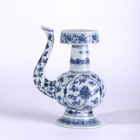 A BLUE AND WHITE LOTUS PATTERN PORCELAIN EWER