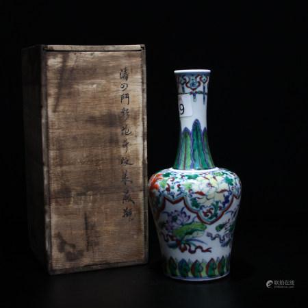 清 鬥彩花卉紋瓶