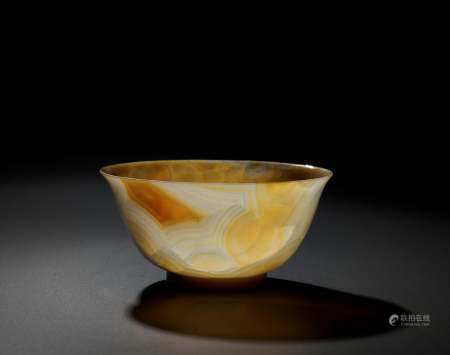 A TRANSLUCENT BANDED AGATE BOWL, QING DYNASTY