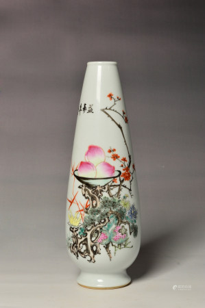 A famille rose flower vase