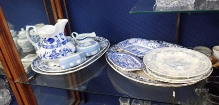 A COLLECTION OF BLUE AND WHITE CERAMICS