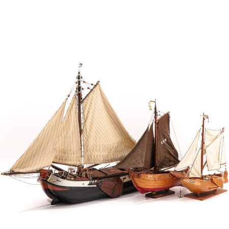 A Lot of 3 Ships Models