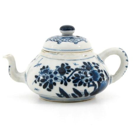 A Small Kangxi Period Teapot