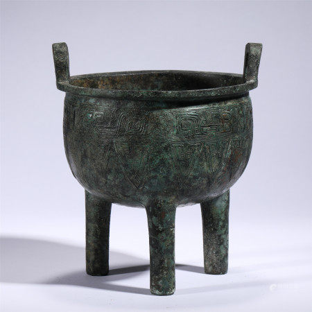 A CHINESE CARVED BRONZE THREE-FOOTED RITUAL FOOD VESSEL