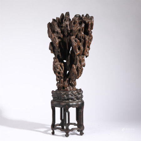 A CHINESE CARVED HARDWOOD MOUNTAIN SHAPED DECORATION