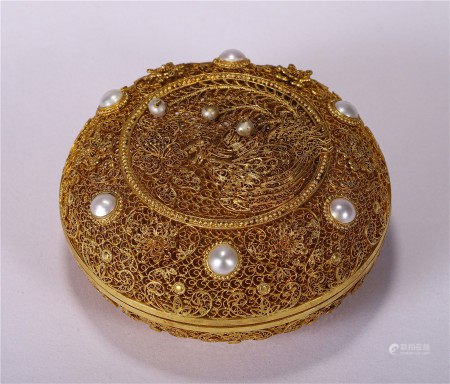 A CHINESE GILT SILVER ROUND BOX WITH COVER
