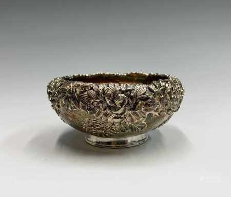 A Chinese silver chrysanthemum decorated bowl, signed, height 5cm, diameter 9.5cm, weight 125.9