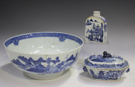 A Chinese blue and white export porcelain tea caddy, late Qianlong period, the sides painted with