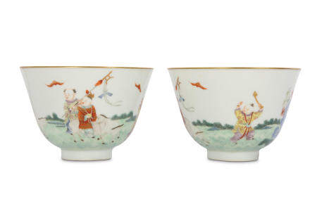 A PAIR OF CHINESE FAMILLE ROSE 'NEW YEAR' CUPS.