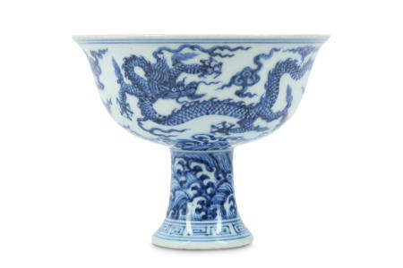 A CHINESE BLUE AND WHITE 'DRAGON' STEM BOWL.
