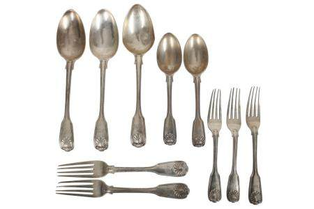 A VICTORIAN STERLING SILVER ASSEMBLED PART-TABLE SERVICE OF FLATWARE / CANTEEN,
