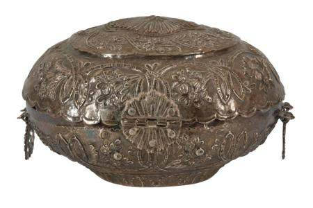 A 19TH CENTURY INDIAN WHITE METAL OVAL CASKET OR SPICE BOX