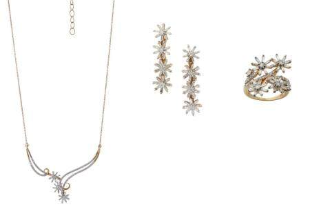A GOLD AND DIAMOND NECKLACE, RING AND EARRING SUITE