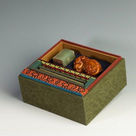 清代田黄石印章一套 A set of Yellow Stone Seal from Qing