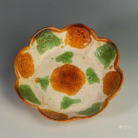 辽代三彩花口盘 Tri-colored Flower Plate from Liao