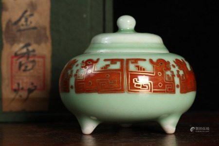 清雍正-豆青釉描金夔龙香炉