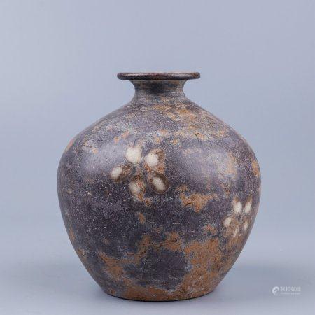 褐釉点彩花卉纹盘口罐