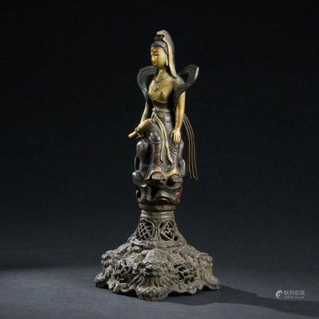 清代 銅鎏金執淨瓶自在觀音像