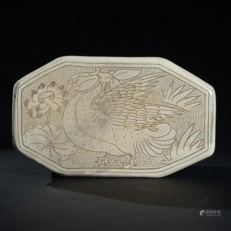 金代 磁州窯鴛鴦戲水紋密瓷枕