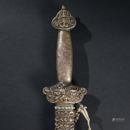 清代 嵌綠松石八寶紋寶劍