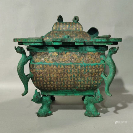 A CHINESE VINTAGE DECORATIVE DISPLAY ITEM