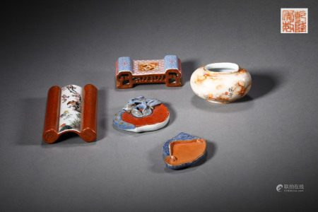 A SET OF CHINESE VINTAGE PORCELAIN TREASURES FOR CALLIGRAPHY