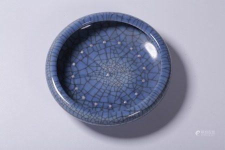 BLUE GLAZED CRACKLE PATTERN DISH