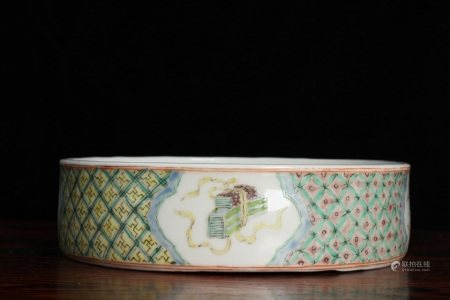 LATE QING DYNASTY-FAMILLE ROSE FIGURE STORY MOTIF WASHING POT