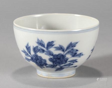 大明成化年製青花花卉紋碗