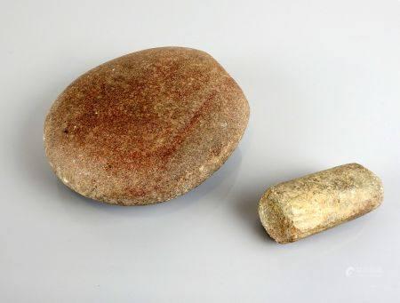 Ensemble comprenant une meule et un pilon 14 et 8 cm Néolithique