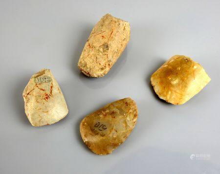 Ensemble de 4 fragments importants de haches polies provenant des sites de Gombergean ou Sainte