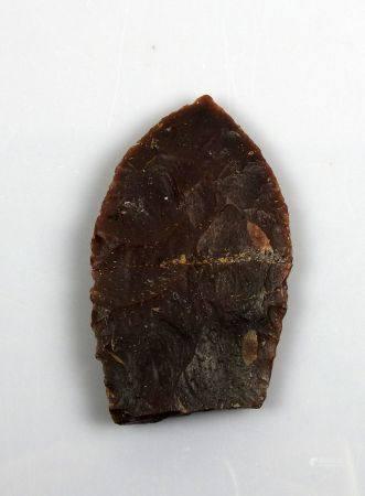 Important fragment de lame de Solutré Silex brun rouge 10,3 cm Restauration ancienne Préhistoir