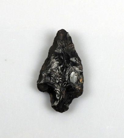 Pointe de flèche à pédoncule et ailerons Obsidienne 6 cm