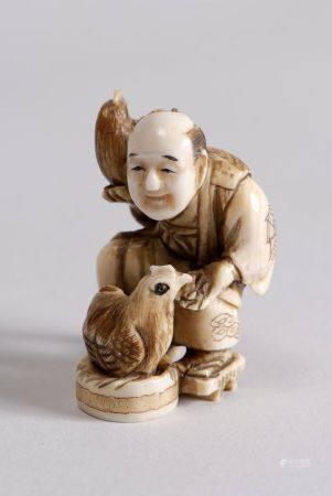 Lot de cinq netsuke-okimono en ivoire teinté, représentant un paysan avec coq et poule; Chokua