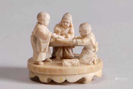 Deux okimono-netsuke en ivoire, l'un représentant un sage assis, entouré de trois enfants, sign