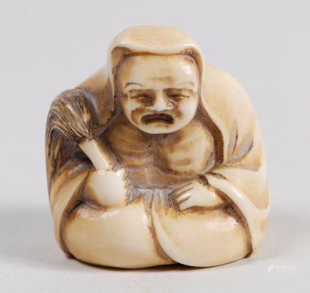 Six netsuke dont cinq en ivoire, comprenant deux Daruma assis; un homme avec une gourde, signé
