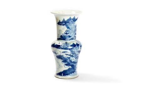 Antique Chinese vase in blue and white porcelain