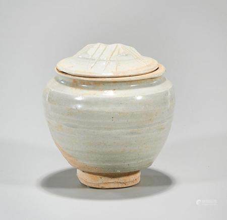 CHINESE WHITE GLAZED COVERED JAR