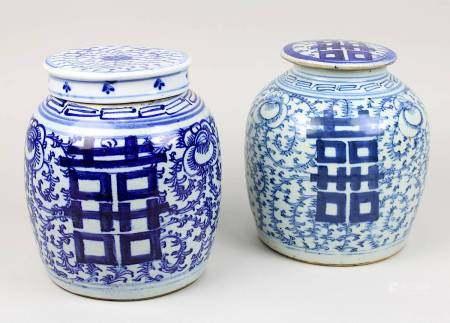 Zwei Ingwer-Schultertöpfe, China 19. Jh., Porzellan, heller Scherben, unter Glasur Blaumalerei von