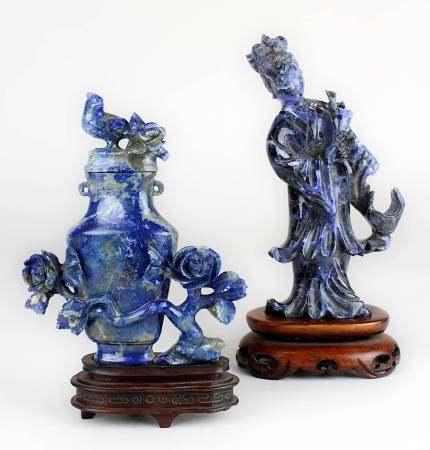 Chinesische Frauenfigur und Miniatur-Deckelvase aus Lapislazuli, China Mitte 20. Jh., Figur einer