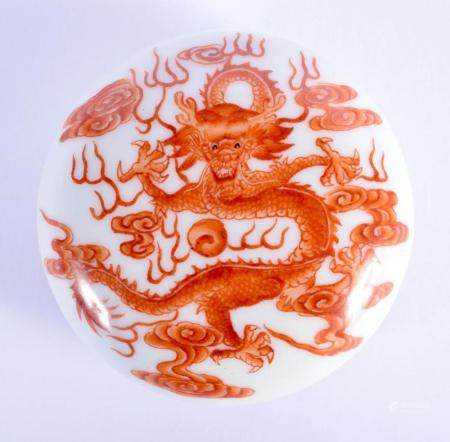 A SMALL EARLY 20TH CENTURY CHINESE PORCELAIN BOX AND COVER Late Qing, bearing Qianlong marks to base. 6.25 cm diameter.