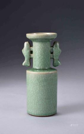 龍泉窯雙魚耳盤口瓶