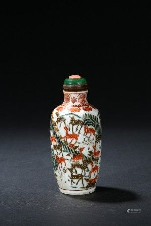 A FAMILLE ROSE 'HUNDRED DEER' SNUFF BOTTLE