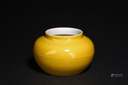 A SMALL YELLOW GLAZED 'DISH' JAR